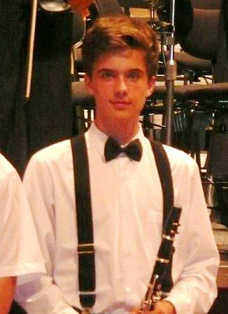 estnáctiletý Tomáš Mosler zBoskovic je talentovaný hudebník. Od sedmi let hraje na klarinet.  Vjedenácti si zahrál sbrněnskou filharmonií. Kromě klarinetu hraje ina klavír, bicí a kytaru. Pochází zhudební rodiny.