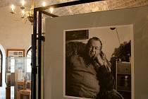 Jednadvacet portrétů lidí vězněných v padesátých letech minulého století komunistickým režimem představuje výstava v boskovické synagoze.
