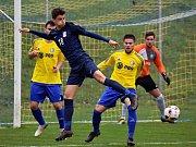 V posledním podzimním utkání divize D porazili fotbalisté Blanska (modré dresy) Velkou Bíteš 9:0.