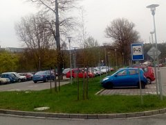 Na parkovišti u blanenského nádraží usnadní parkování nový sledovací systém.