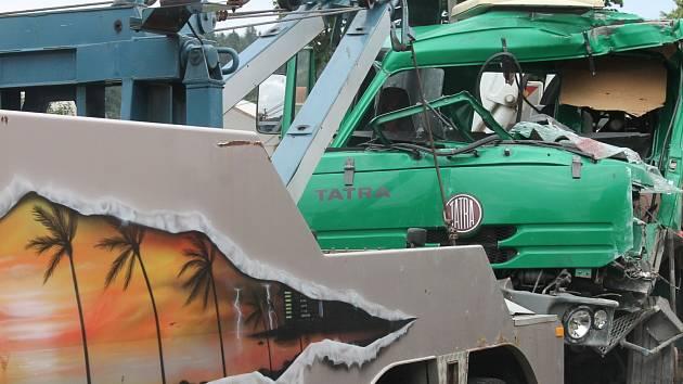 Ve Valchově se v pondělí stala netradiční nehoda. Srazily se tam totiž dva kamiony.
