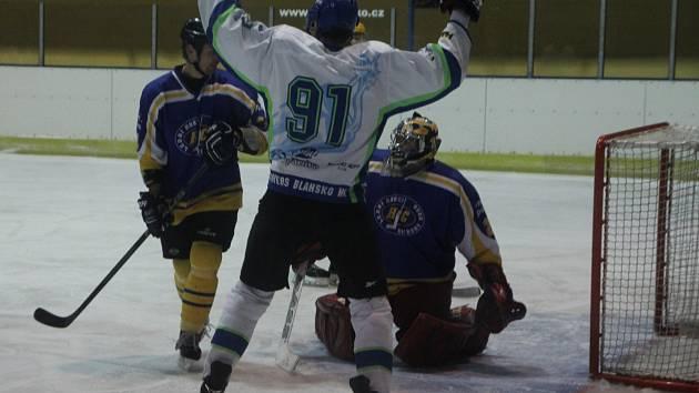 Hokejsité Blanska porazili Uherský Brod 3:2.
