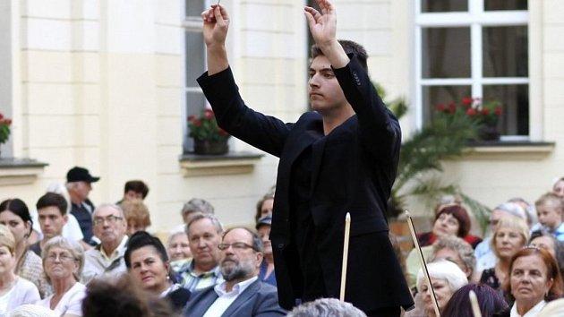 Od bicích se Dominik Pernica z Horní Lhoty dostal až k dirigování.
