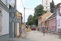 V Olešnici se opravuje průtah městem.