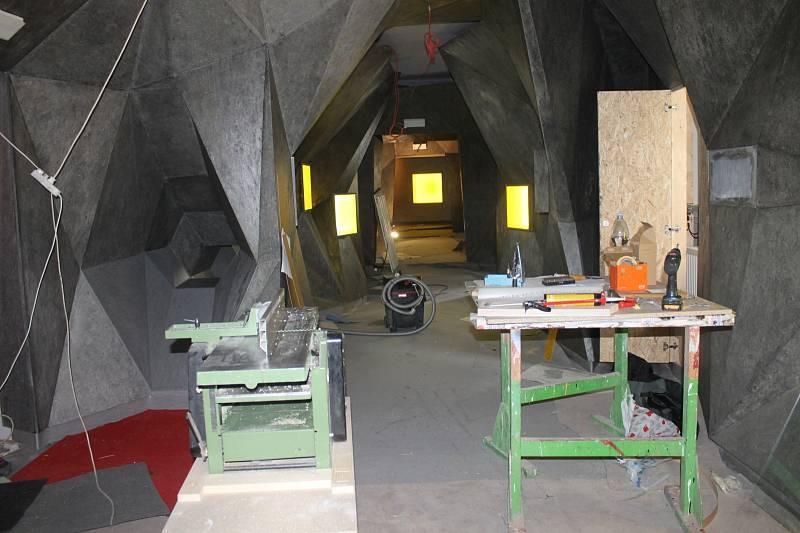 V jeskyních vznikají nové expozice.