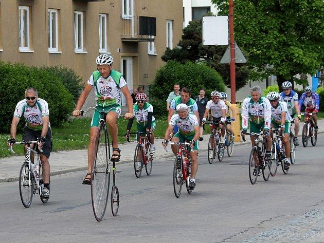 Devátá etapa Cyklotour 2013 v režii nadačního fondu Josefa Zimovčáka Na kole dětem vedla také přes Blanensko.