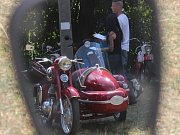 V Jedovnicích burácely na sokolském hřišti Jawy. Při tradičním motosrazu.