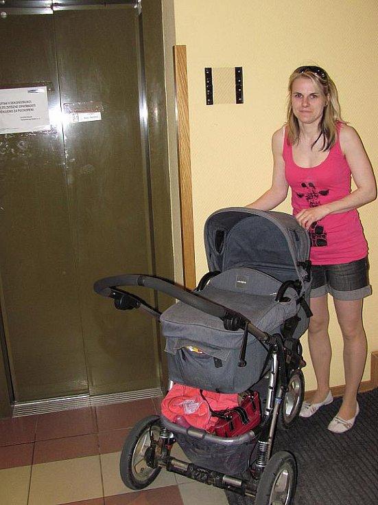 Matky s kočárky to na některých místech v Blansku mají komplikované.