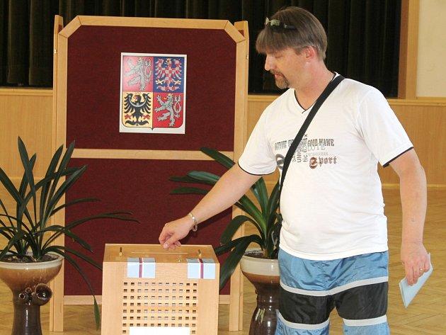 Voděradští při opakovaných volbách do obecního zastupitelstva dali nejvíc hlasů sdružení Voděrady všem.
