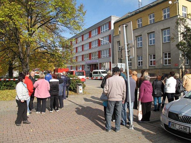 Policisté vpondělí dopoledne evakuovali Střední školu André Citroëna vBoskovicích. Někdo tam nahlásil bombu.