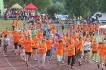 Čtyřiadvacehodinová štafeta dobrovolníků, kteří chtějí zdravotně handicapovaným lidem splnit přání. To je akce You Dream We Run.