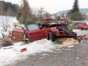 Smrtelná nehoda v Závisti: kamion zdemoloval osobní auto