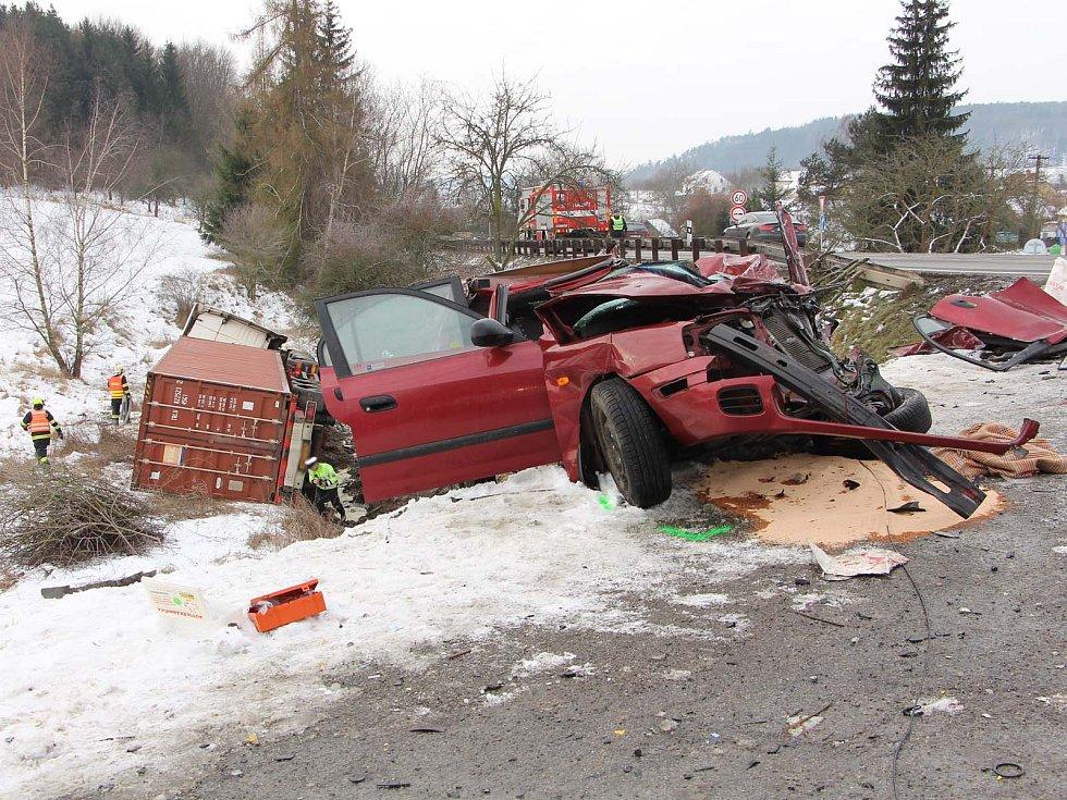 Dopravní nehoda v Závisti. Pro vážně zraněného muže přiletěl vrtulník. V nemocnici řidič osobního auta zemřel.