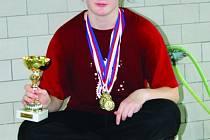Blanenští plavci Jan Vencel a Kateřina Kopřivová (na obrázku) mají sice zlaté medaile, nejúspěšnějším oddílem se ale stala Minerva Boskovice. Z jedenáctého ročníku tradičního závodu si boskovičtí plavci odvezli celkem čtrnáct medailí.