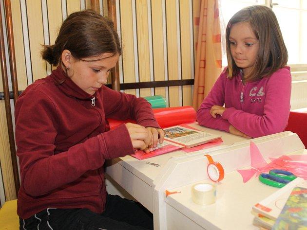 V Boskovicích se děti učily obalovat knížky.
