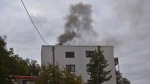 Požár bytovky v Adamově.