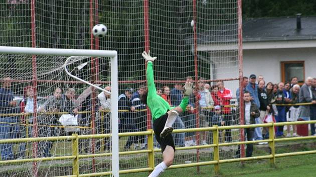 Blansko - Kroměříž 1:2. O výsledku zápasu rozhodla pětiminutovka ve druhé půli, ve které dala Kroměříž dvě branky.