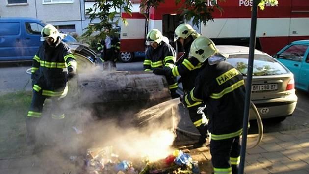 Požár popelnice. Ilustrační foto