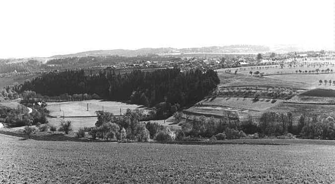 Před výstavbou přehrady - pohled z místa mezi Lazinovem a Křetínem.