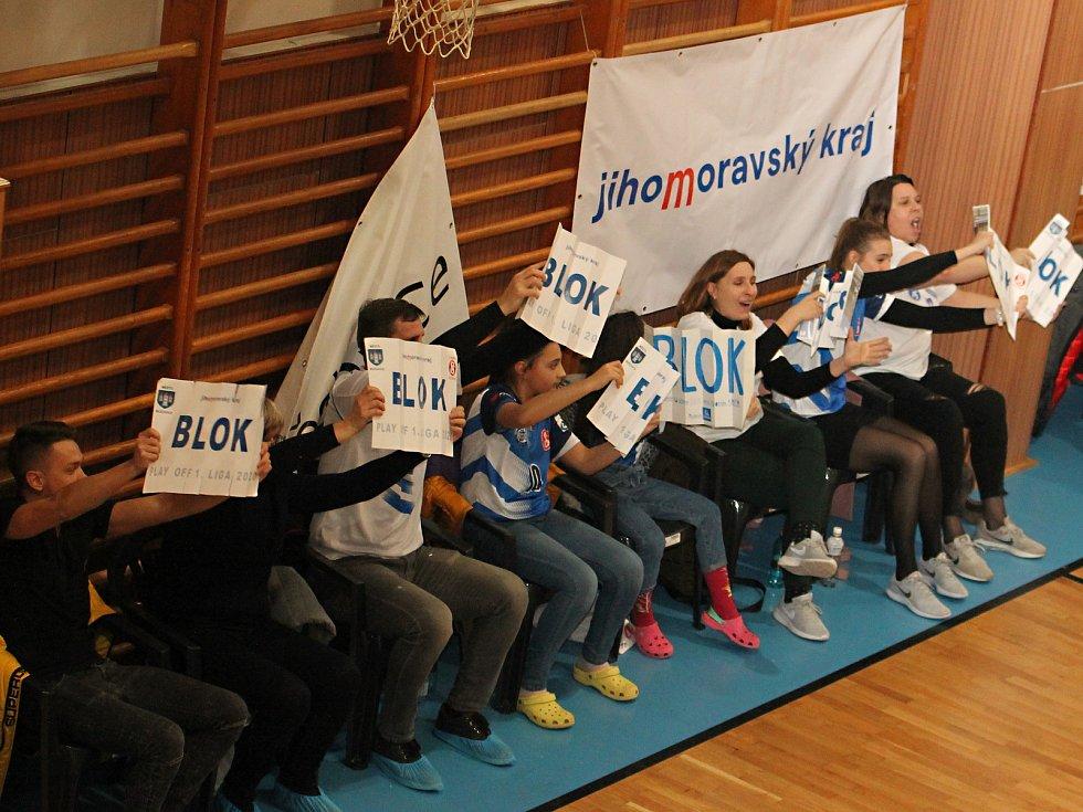 V úvodním utkání semifinále play-off I. ligy volejbalistů porazil  Sokol Bučovice (bílé dresy) Duklu Liberec B 3:1.