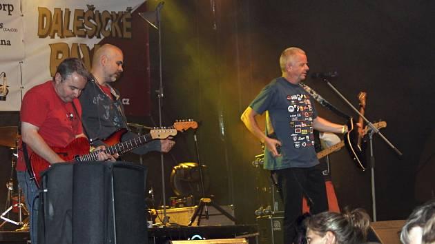 Na devátém ročníku akce s názvem Festiválek bez bojů a válek vystoupila řada umělců, mezi nimi například kapely Mňága a Žďorp nebo My name is music.