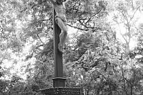 Pravým klenotem hrobky Salmů na sloupském hřbitově jestéla v novoklasicistním řeckém duchu. Je názornou ukázkou jak příslušníci vysoké šlechty, na jejíchž panstvích se vyráběla litina, šli příkladem a propagovali kvalitní výrobky ze svých hutí.