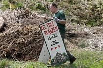 Dobrovolníci uklízeli zchátralý keltský skanzen Isarno na okraji Letovic.