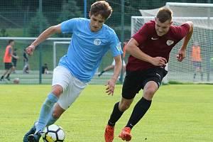 Ilustrační foto ze zápasu fotbalistů Boskovic (modré dresy).