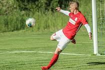 Blanenští fotbalisté (v červených dresech) v úvodním přípravném duelu zdolali rovněž třetiligovou Vrchovinu 2:1.