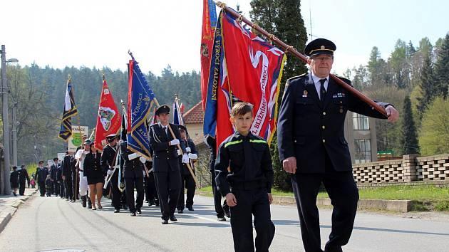 Ve Křtinách se v neděli konala šestnáctá hasičská pouť. Dorazila na ni zhruba čtyřicítka sborů dobrovolných hasičů. Ti předvedli historickou techniku i ukázky zásahů.