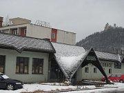 Majitel zchátralého hotelu Velen v Boskovicích nabízí radnici k prodeji pozemek i s hotelem.