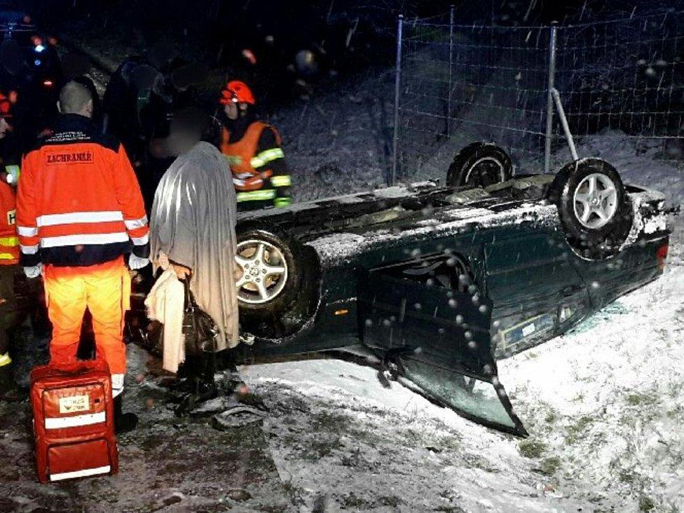 U celkem třinácti nehod zasahovali do sobotní deváté hodiny večerní jihomoravští hasiči.