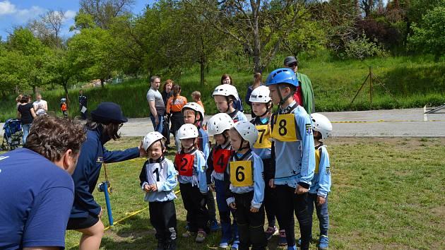 Mladí hasiči z Drnovic.