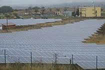 Solární elektrárna na okraji průmyslové zóny v Boskovicích.