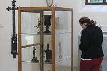 Výstava v rájecké zámecké kapli věnovaná Hugo Františku Salmovi potrvá do třicátého října.