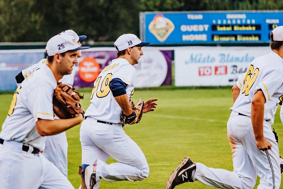 Blanenští baseballisté (v bílém) se zachránili v české extralize, když porazili tým Sokolu Hluboká.