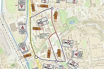 V centru Blanska musejí řidiči od 10. března počítat z více než tříměsíční uzavírkou. Červeně jsou na mapce zobrazeny uzavřené úseky. Modře pak průjezdná místa.