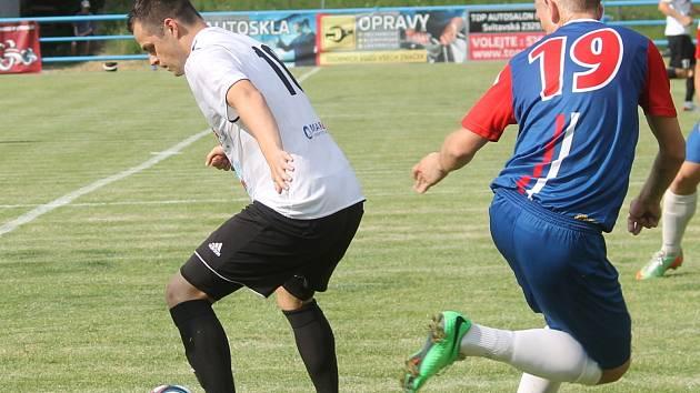 Hráči Blanska příjemně překvapili fanoušky. V utkání prvního kola poháru byli jasným favoritem hosté z Holice, domácí ovšem udrželi bezbrankovou remízu a na penalty pak třetiligový celek vyřadili. V dalším kole hraje Blansko s Frýdkem-Místkem.