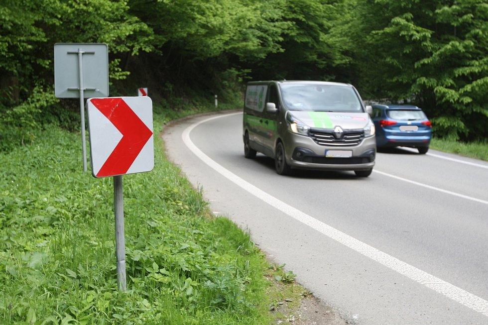 Třetí nejnebezpečnější úsek v Jihomoravském kraji je místo mezi Blanskem a obcí Šebrov-Kateřina. V uplynulých letech tam při dopravních nehodách zemřelo několik lidí. Vesměs motorkářů.