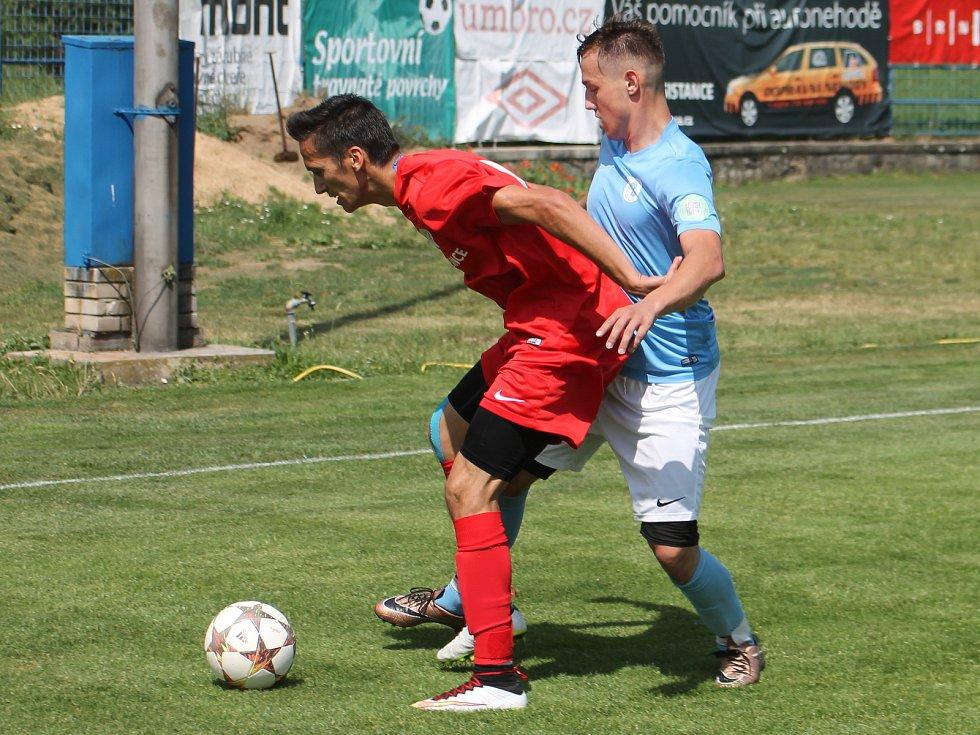 V krajském přeboru fotbalistů remizoval Tatran Bohunice (červené dresy) s FC Boskovice 1:1.