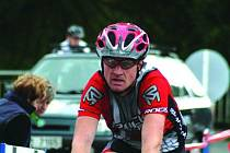 Milan Kejík z VSK Rájec–Jestřebí dokončuje závod horských kol Blanenský Golem. Na start tradičního bikerského podniku se v sobotu postavilo přes dvě stě jezdců. Vyhrál Milan Bachman.