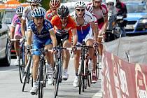 Cyklista Mareš útočí v Portugalsku na trikot nejlepšího vrchaře.