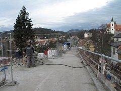 Oprava cesty, která spojuje kulturní dům se zámkem v Letovicích.