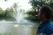 Nová fontána u požárem zdevastovaného historického mlýna v Břeclavi.