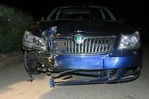 Řidič se pokusil z místa nehody ujet, ale zadrželi ho strážníci městské policie.