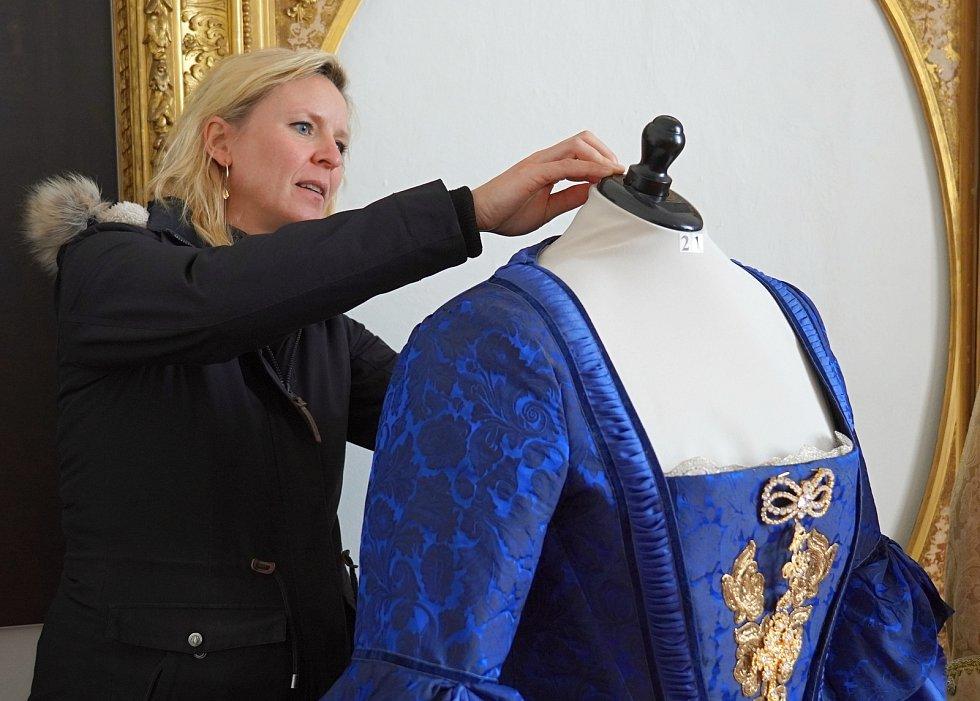 Turistická sezona 2020 se na zámku ve Valticích na Břeclavsku rozjíždí postupně. Přístupný je park, od 11. května se vrátila i výstava kostýmů z filmu o císařovně Marii Terezii.