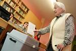 V předčasných volbách odevzdala svůj hlas i třiadevadesátiletá Marie Krejčiříková. Je nejstarší obyvatelkou břeclavského domova důchodců, která volí pravidelně.
