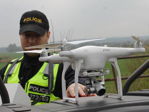 Čeští a rakouští policisté trénovali ve středu dopoledne součinnost na hraničním přechodu Mikulov - Drasenhofen. Ukázali tam i dron.