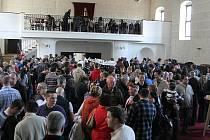 Místní vinařský spolek Moravín Mikulov pořádal v sobotu Výstavu vín mikulovské vinohradnické podoblasti. Návštěvníci, kterých se sešlo kolem šesti stovek, vybírali ze 472 vzorků vín.