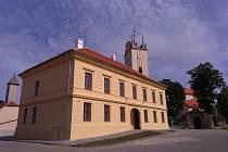 Nově zrekonstruovaná radnice na Masarykově náměstí v Podivíně.